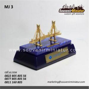 souvenir miniatur jembatan elegan