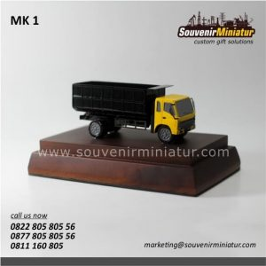 Souvenir Miniatur Kendaraan Truk unik dan detail