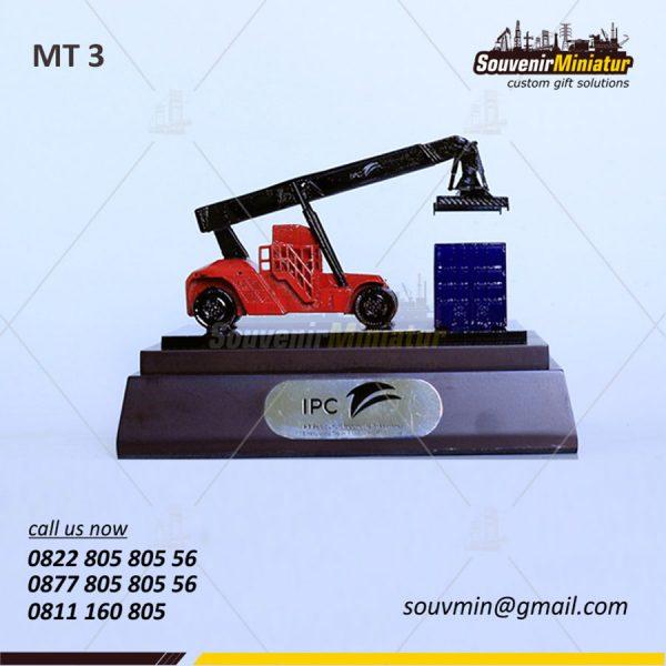 Souvenir Miniatur Mobile Crane IPC