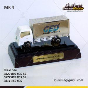Souvenir Miniatur Truk PT Trimuda Nuansa Citra