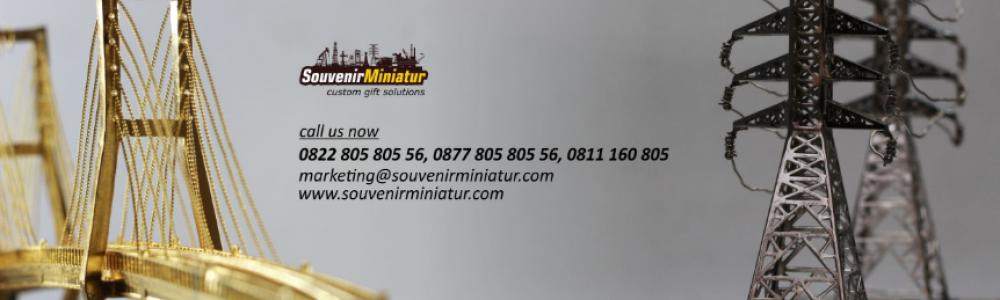 Funnel Souvenir Miniatur